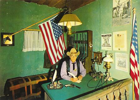 Der Sheriff der Westernstadt Silver-City im Sheriff-Office.