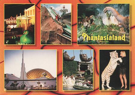Zu sehen sind Wildwasserbahn, die Dinosaurier im Zeittunnel, Galaxy, Gondelbahn und ein weißer Tiger